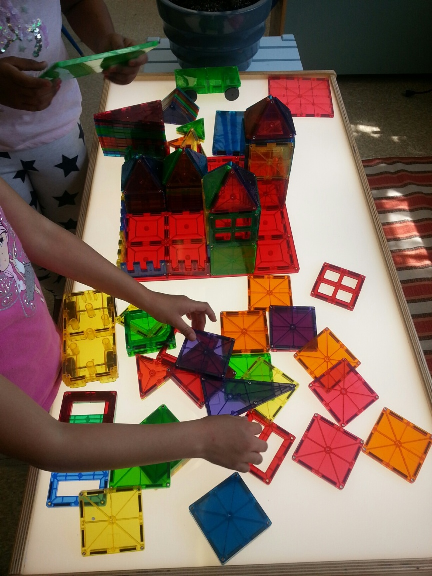Short Avenue Kids playing with STEM toys